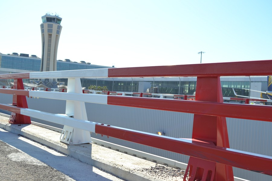 Pretil MOSA 16 Aeropuerto rojo blanco