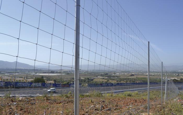 Malla anudada sobre autovía AP 7 Malaga